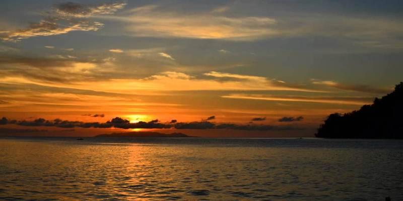 Menikmati Sunset di Pantai Talise